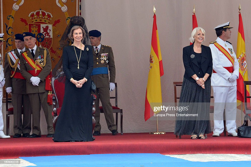 Queen Sofia of Spain and Teofila Martinez (R) attend LHD 'Juan Carlos I' battle flag delivery on September 17, 2013 in Cadiz, Spain.