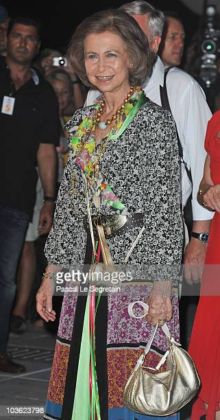 Queen Sofia of Spain arrives at Poseidon Grace Hotel on August 24 2010 in Spetsai Greece The small greek Island three hours from Athens is gearing up...