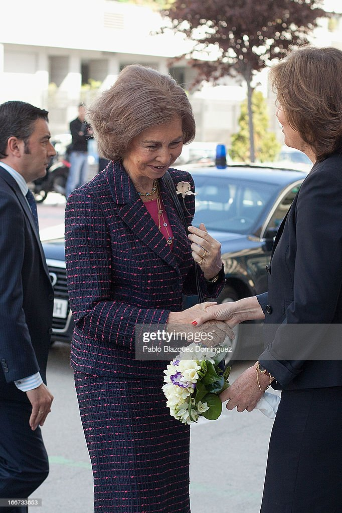 <a gi-track='captionPersonalityLinkClicked' href=/galleries/search?phrase=Queen+Sofia+of+Spain&family=editorial&specificpeople=160333 ng-click='$event.stopPropagation()'>Queen Sofia of Spain</a> (C) attends a meeting with UNICEF on April 16, 2013 in Madrid, Spain.