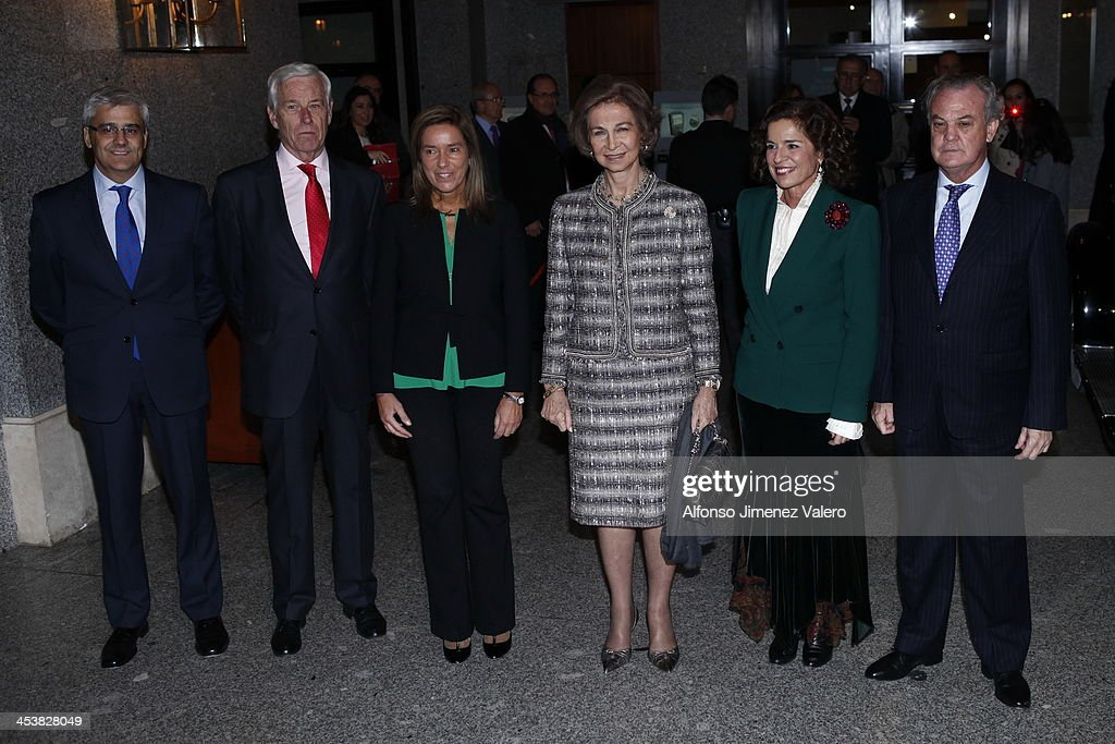 <a gi-track='captionPersonalityLinkClicked' href=/galleries/search?phrase=Queen+Sofia+of+Spain&family=editorial&specificpeople=160333 ng-click='$event.stopPropagation()'>Queen Sofia of Spain</a> attends Cofares foundation award and Christmas Charity concert at Teatro Real in Madrid on December 5, 2013 in Madrid, Spain.