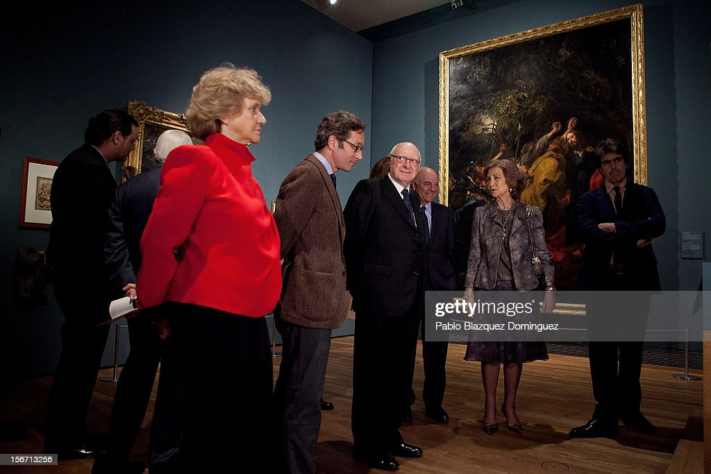 Queen Sofia of Spain (2R) attends 'El Joven Van Dyck' exhibition at the Prado Museum on November 19, 2012 in Madrid, Spain.