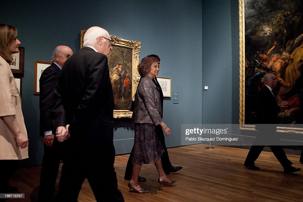 <a gi-track='captionPersonalityLinkClicked' href=/galleries/search?phrase=Queen+Sofia+of+Spain&family=editorial&specificpeople=160333 ng-click='$event.stopPropagation()'>Queen Sofia of Spain</a> (2R) attends 'El Joven Van Dyck' exhibition at the Prado Museum on November 19, 2012 in Madrid, Spain.
