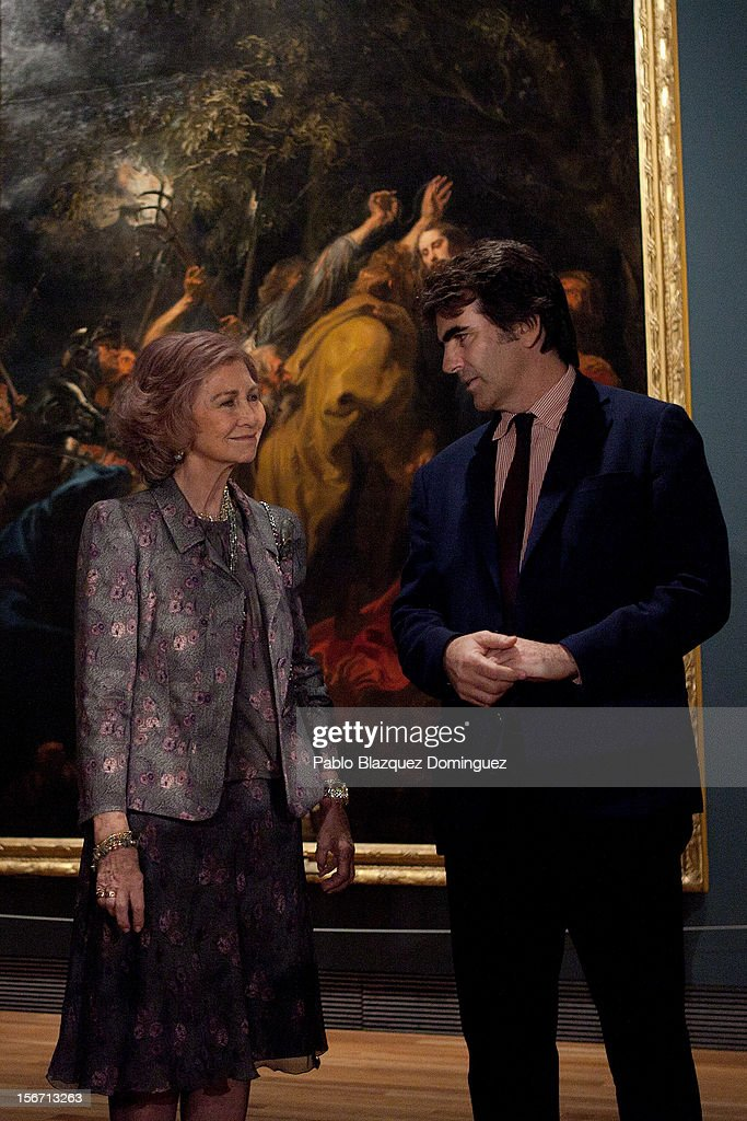 Queen Sofia of Spain (L) attends 'El Joven Van Dyck' exhibition at the Prado Museum on November 19, 2012 in Madrid, Spain.