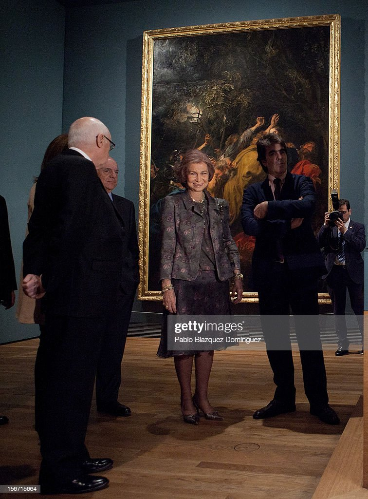 <a gi-track='captionPersonalityLinkClicked' href=/galleries/search?phrase=Queen+Sofia+of+Spain&family=editorial&specificpeople=160333 ng-click='$event.stopPropagation()'>Queen Sofia of Spain</a> (C) attends 'El Joven Van Dyck' exhibition at the Prado Museum on November 19, 2012 in Madrid, Spain.