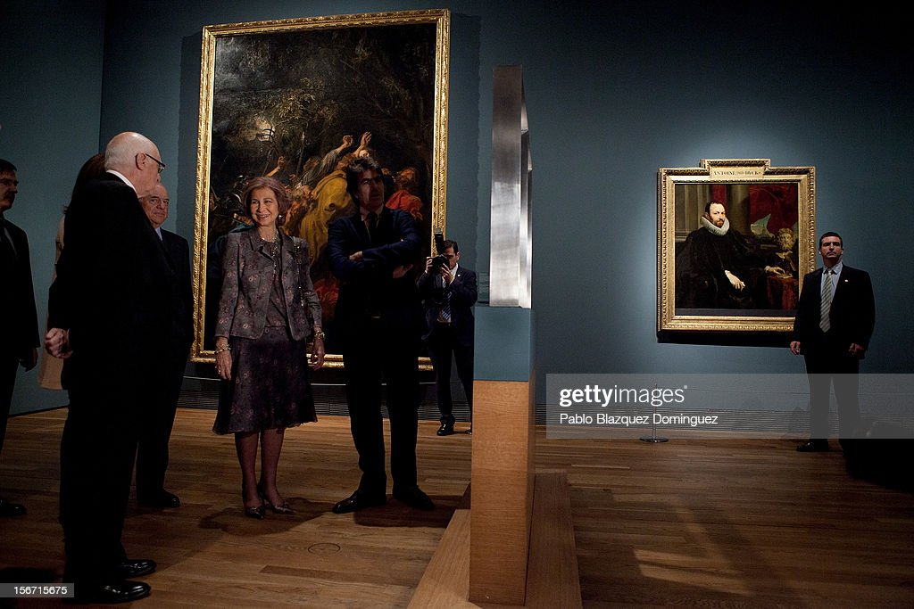 Queen Sofia of Spain (C) attends 'El Joven Van Dyck' exhibition at the Prado Museum on November 19, 2012 in Madrid, Spain.