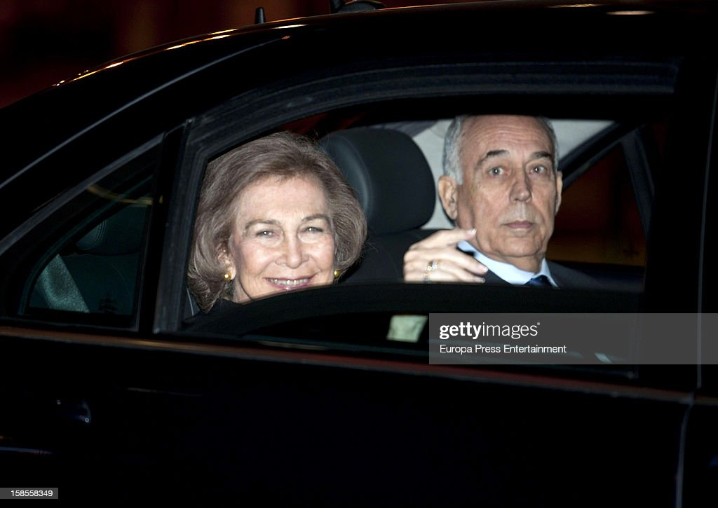 <a gi-track='captionPersonalityLinkClicked' href=/galleries/search?phrase=Queen+Sofia+of+Spain&family=editorial&specificpeople=160333 ng-click='$event.stopPropagation()'>Queen Sofia of Spain</a> attends 'El Legado Casa de Alba' art exhibition at Palacio Cibeles on December 18, 2012 in Madrid, Spain.