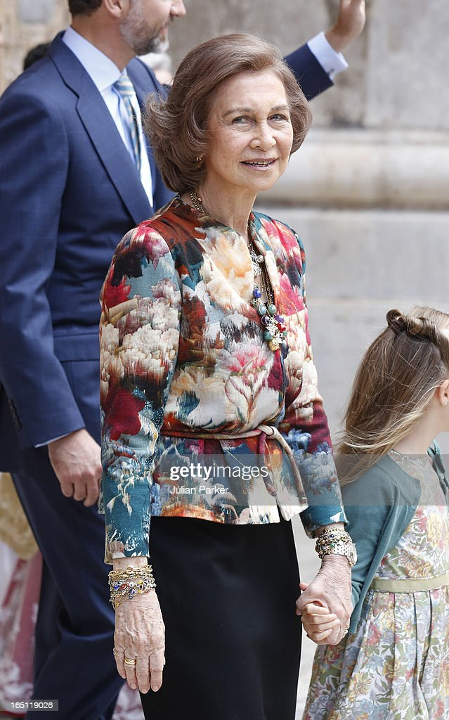 <a gi-track='captionPersonalityLinkClicked' href=/galleries/search?phrase=Queen+Sofia+of+Spain&family=editorial&specificpeople=160333 ng-click='$event.stopPropagation()'>Queen Sofia of Spain</a> attends the Easter Sunday Church Service at Palma Cathedral on March 31, 2013 in Mallorca, Spain.