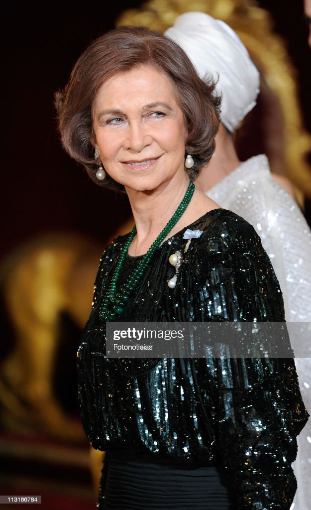 Queen Sofia of Spain attends the Gala Dinner in honour of the Emir of the State of Qatar and Sheikha Mozah Bint Nasser at The Royal Palace on April 25, 2011 in Madrid, Spain.