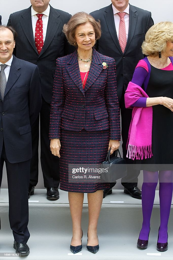 <a gi-track='captionPersonalityLinkClicked' href=/galleries/search?phrase=Queen+Sofia+of+Spain&family=editorial&specificpeople=160333 ng-click='$event.stopPropagation()'>Queen Sofia of Spain</a> (C) attends the 'Mujeres Por Africa' exhibition at the COAM on May 29, 2013 in Madrid, Spain.