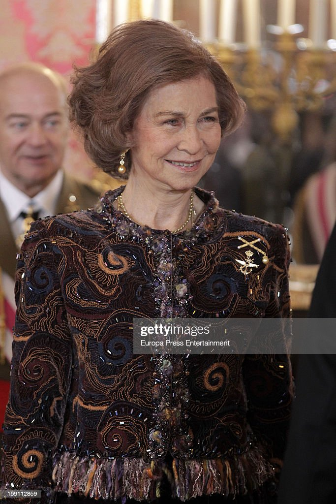 <a gi-track='captionPersonalityLinkClicked' href=/galleries/search?phrase=Queen+Sofia+of+Spain&family=editorial&specificpeople=160333 ng-click='$event.stopPropagation()'>Queen Sofia of Spain</a> attends the New Year's Military Parade on January 6, 2013 in Madrid, Spain.
