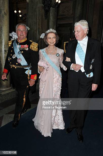 Queen Sofia of Spain attends the Wedding Banquet for Crown Princess Victoria of Sweden and her husband prince Daniel at the Royal Palace on June 19...