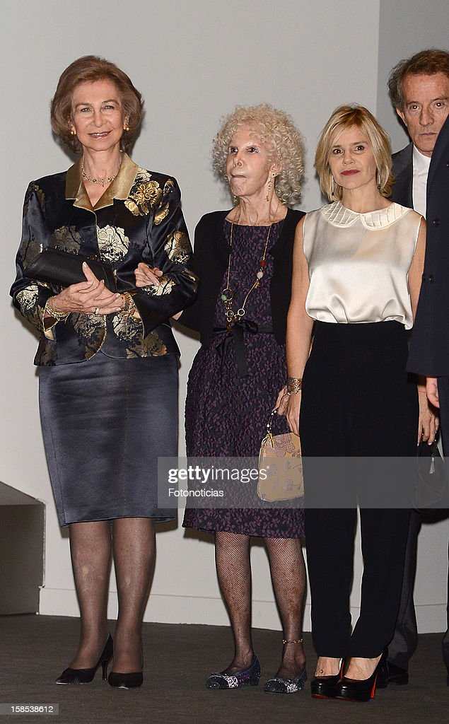 <a gi-track='captionPersonalityLinkClicked' href=/galleries/search?phrase=Queen+Sofia+of+Spain&family=editorial&specificpeople=160333 ng-click='$event.stopPropagation()'>Queen Sofia of Spain</a>, <a gi-track='captionPersonalityLinkClicked' href=/galleries/search?phrase=Cayetana+Fitz-James+Stuart&family=editorial&specificpeople=6090682 ng-click='$event.stopPropagation()'>Cayetana Fitz-James Stuart</a>, Duchess of Alba, and <a gi-track='captionPersonalityLinkClicked' href=/galleries/search?phrase=Eugenia+Martinez+de+Irujo&family=editorial&specificpeople=1995376 ng-click='$event.stopPropagation()'>Eugenia Martinez de Irujo</a> attend 'El Legado Casa de Alba' exhibition at the Palacio de Cibeles on December 18, 2012 in Madrid, Spain.