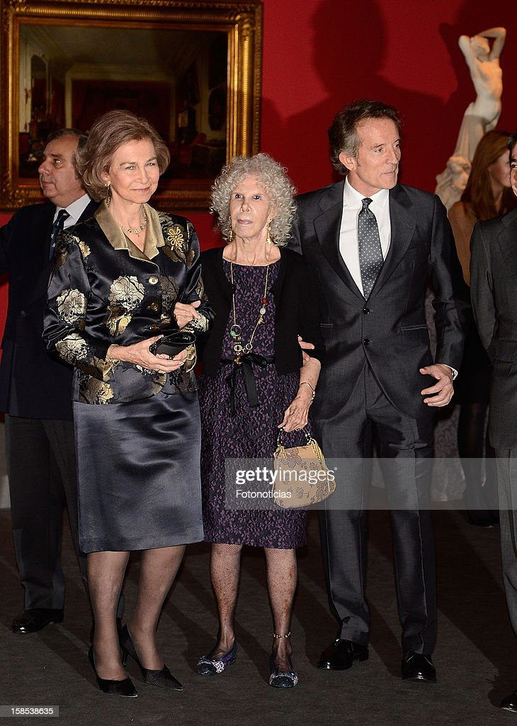 <a gi-track='captionPersonalityLinkClicked' href=/galleries/search?phrase=Queen+Sofia+of+Spain&family=editorial&specificpeople=160333 ng-click='$event.stopPropagation()'>Queen Sofia of Spain</a>, <a gi-track='captionPersonalityLinkClicked' href=/galleries/search?phrase=Cayetana+Fitz-James+Stuart&family=editorial&specificpeople=6090682 ng-click='$event.stopPropagation()'>Cayetana Fitz-James Stuart</a>, Duchess of Alba and her husband <a gi-track='captionPersonalityLinkClicked' href=/galleries/search?phrase=Alfonso+Diez&family=editorial&specificpeople=6697714 ng-click='$event.stopPropagation()'>Alfonso Diez</a> attend 'El Legado Casa de Alba' exhibition at the Palacio de Cibeles on December 18, 2012 in Madrid, Spain.