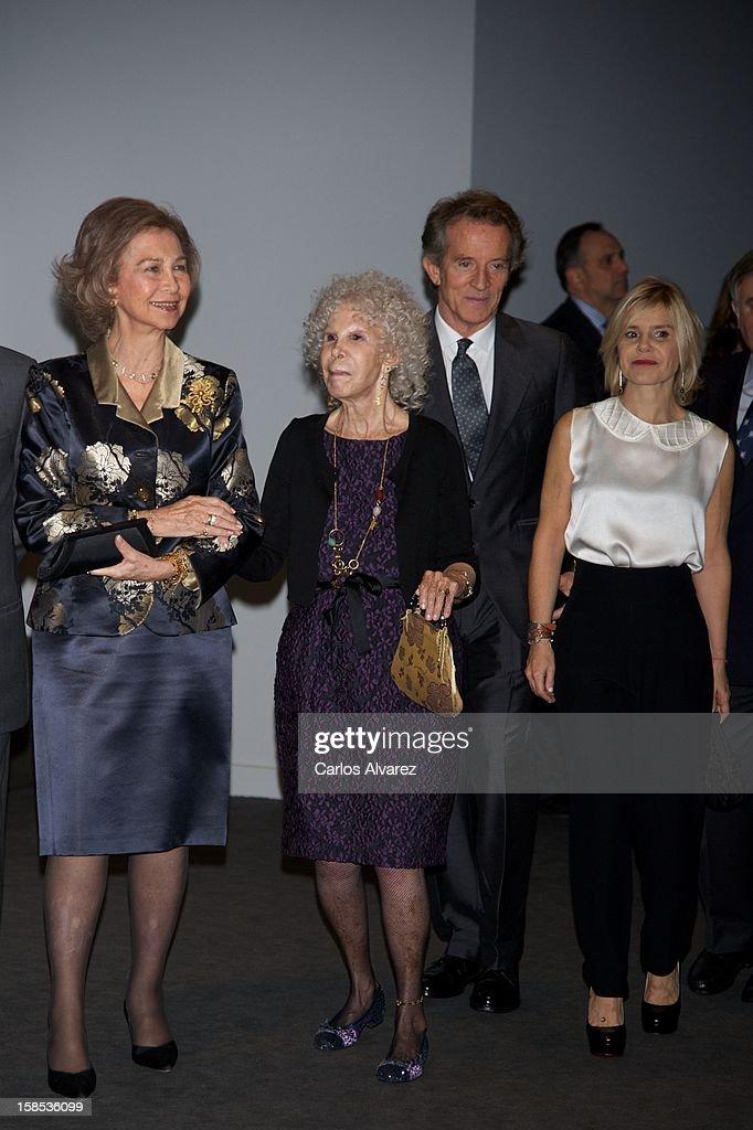 <a gi-track='captionPersonalityLinkClicked' href=/galleries/search?phrase=Queen+Sofia+of+Spain&family=editorial&specificpeople=160333 ng-click='$event.stopPropagation()'>Queen Sofia of Spain</a>, Duchess of Alba, <a gi-track='captionPersonalityLinkClicked' href=/galleries/search?phrase=Cayetana+Fitz-James+Stuart&family=editorial&specificpeople=6090682 ng-click='$event.stopPropagation()'>Cayetana Fitz-James Stuart</a>, <a gi-track='captionPersonalityLinkClicked' href=/galleries/search?phrase=Alfonso+Diez&family=editorial&specificpeople=6697714 ng-click='$event.stopPropagation()'>Alfonso Diez</a> and Cayetana Martinez de Irujo attend 'El Legado Casa de Alba' Art exhibition at the Palacio de Cibeles on December 18, 2012 in Madrid, Spain.