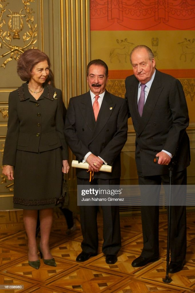 <a gi-track='captionPersonalityLinkClicked' href=/galleries/search?phrase=Queen+Sofia+of+Spain&family=editorial&specificpeople=160333 ng-click='$event.stopPropagation()'>Queen Sofia of Spain</a>, Juan Diez Nicolas and King Juan Carlos of Spain attend 'Sociology and Science Politics 2012 Awards' ( Premio Nacional de Solciologia Y Ciencia Politica 2012) at Zurbano Palace on February 12, 2013 in Madrid, Spain.