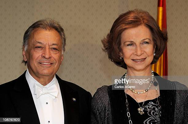 Queen Sofia of Spain talks with Israeli Philharmonic conductor Zubin Mehta during the interval of the Maggio Musicale Fiorentino Orchestra Concert at...