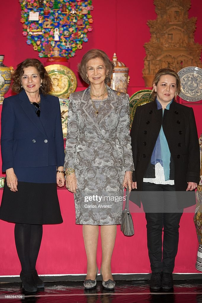 Queen Sofia of Spain (C) visits the 'Grandes Maestros del Arte Popular de Iberoamerica' exhibition at the Fernan Gomez Teather on April 2, 2013 in Madrid, Spain.