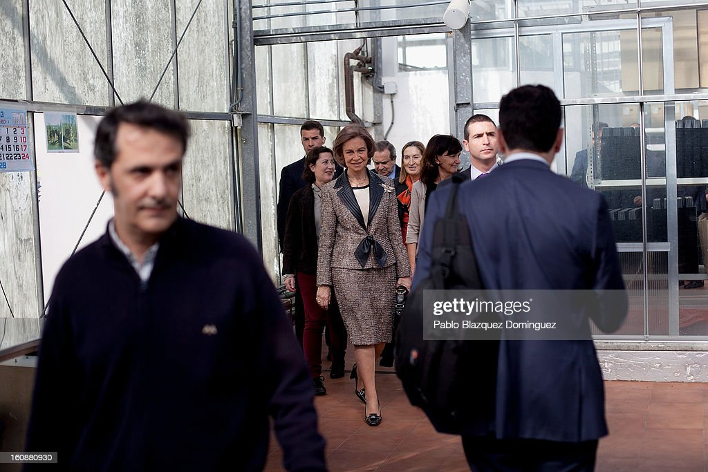 <a gi-track='captionPersonalityLinkClicked' href=/galleries/search?phrase=Queen+Sofia+of+Spain&family=editorial&specificpeople=160333 ng-click='$event.stopPropagation()'>Queen Sofia of Spain</a> (C) visits the National Biotechnology Centre on February 7, 2013 in Madrid, Spain.