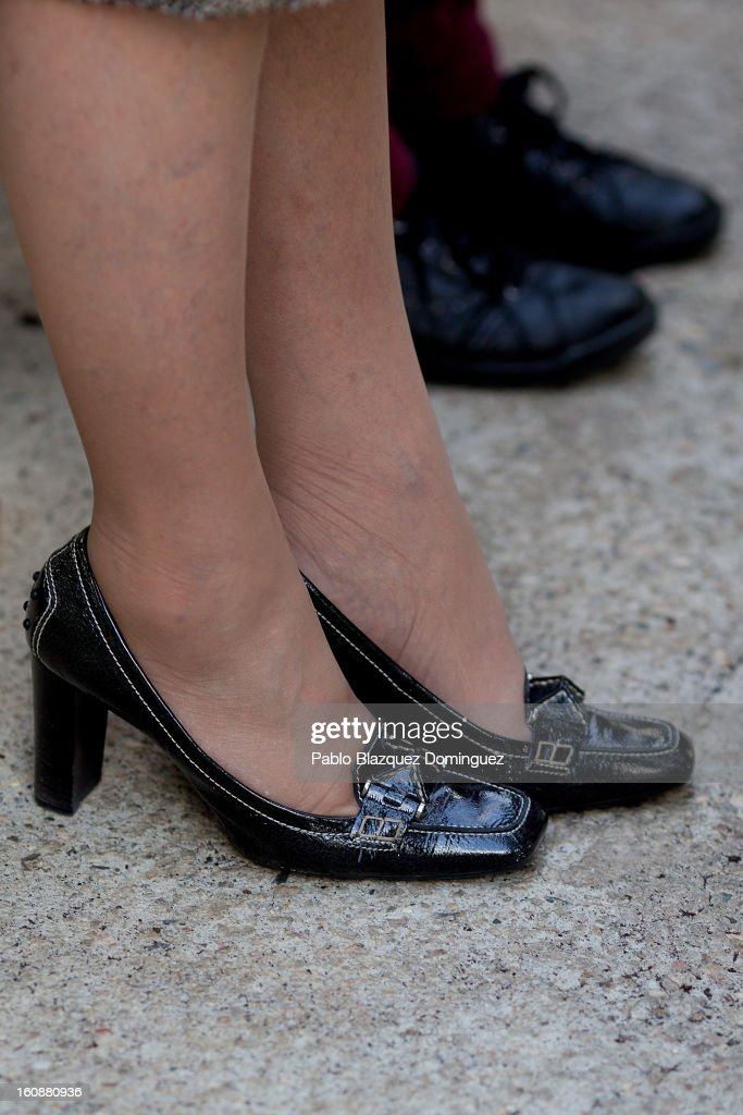 <a gi-track='captionPersonalityLinkClicked' href=/galleries/search?phrase=Queen+Sofia+of+Spain&family=editorial&specificpeople=160333 ng-click='$event.stopPropagation()'>Queen Sofia of Spain</a> (shoe detail) visits the National Biotechnology Centre on February 7, 2013 in Madrid, Spain.