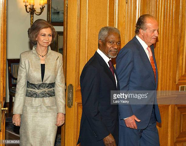 Queen Sofia UN General Secretary Kofi Annan King Juan Carlos meet for dinner at the Zarzuela Palace in Madrid
