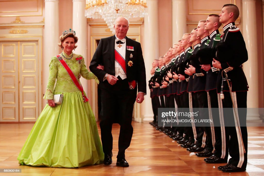 Queen Sonja and King Harald of Norway arrive for a gala dinner at the Royal Palace in Oslo, Norway on May 9, 2017 to mark the 80th Birthday of the King and Queen. PHOTO / POOL / Haakon Mosvold Larsen
