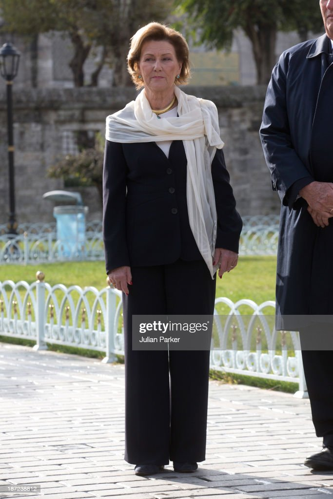 Queen Sonja of Norway and King Harald V of Norway visit the Blue Mosque on day three of the royal couple's state visit to Turkey on November 7, 2013 in Istanbul, Turkey.