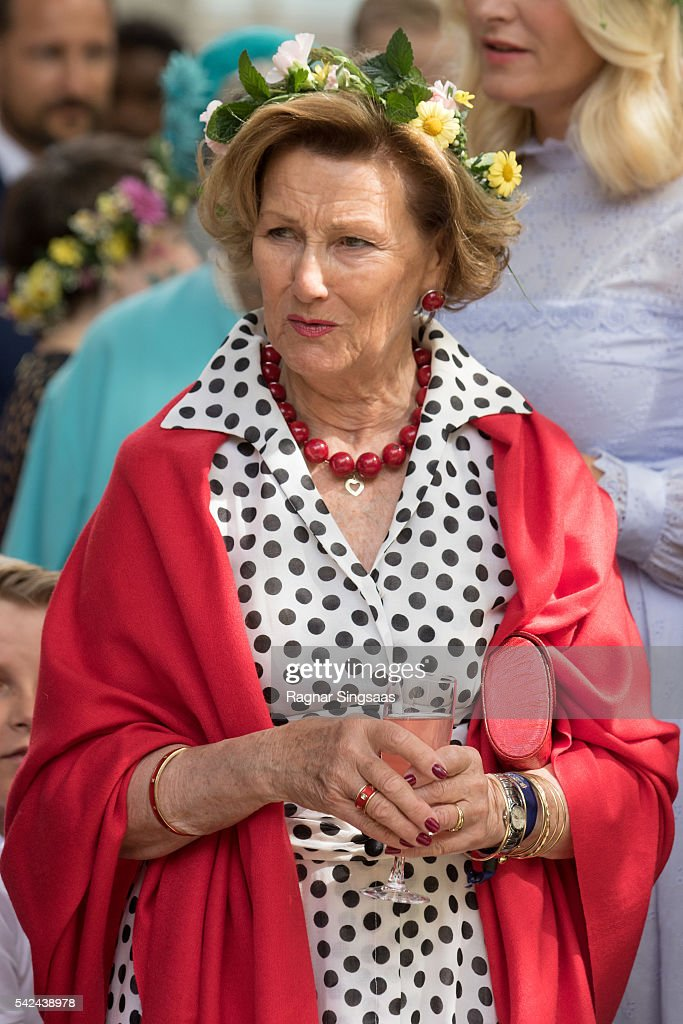 Queen Sonja of Norway attends a garden party during the Royal Silver Jubilee Tour on June 23, 2016 in Trondheim, Norway.