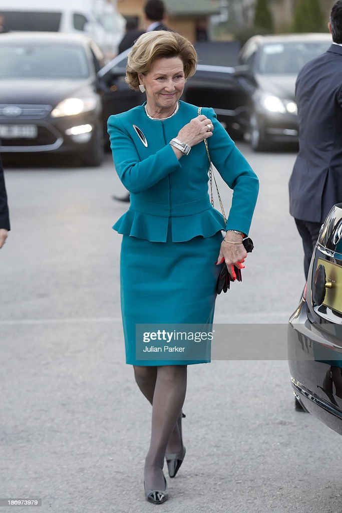 <a gi-track='captionPersonalityLinkClicked' href=/galleries/search?phrase=Queen+Sonja+of+Norway&family=editorial&specificpeople=160334 ng-click='$event.stopPropagation()'>Queen Sonja of Norway</a> attends the opening of the Munch/Warhol Exhibition at CerModern,on day one of a Norwegain State visit to Turkey, on November 5, 2013 in Ankara, Turkey.