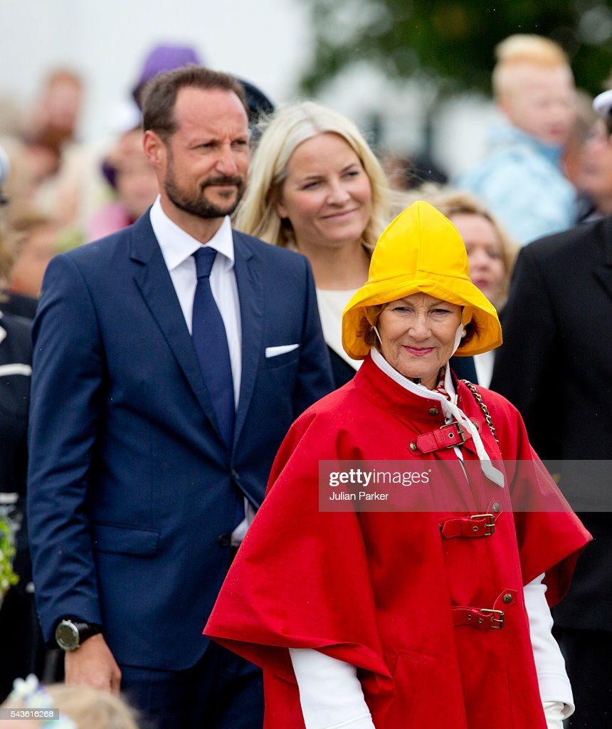 <a gi-track='captionPersonalityLinkClicked' href=/galleries/search?phrase=Queen+Sonja+of+Norway&family=editorial&specificpeople=160334 ng-click='$event.stopPropagation()'>Queen Sonja of Norway</a>, Crown Prince Haakon, and Crown Princess Mette-Marit of Norway, on a visit to Kristiansand, during the King and Queen of Norway's Silver Jubilee Tour, on June 29, 2016 in Kristiansand, Norway.