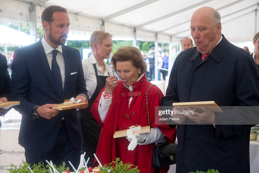 <a gi-track='captionPersonalityLinkClicked' href=/galleries/search?phrase=Queen+Sonja+of+Norway&family=editorial&specificpeople=160334 ng-click='$event.stopPropagation()'>Queen Sonja of Norway</a>, <a gi-track='captionPersonalityLinkClicked' href=/galleries/search?phrase=King+Harald+of+Norway&family=editorial&specificpeople=159451 ng-click='$event.stopPropagation()'>King Harald of Norway</a>, and Crown Prince Haakon ( left ), on a visit to Kristiansand, during the King and Queen of Norway's Silver Jubilee Tour, on June 29, 2016 in Kristiansand, Norway.