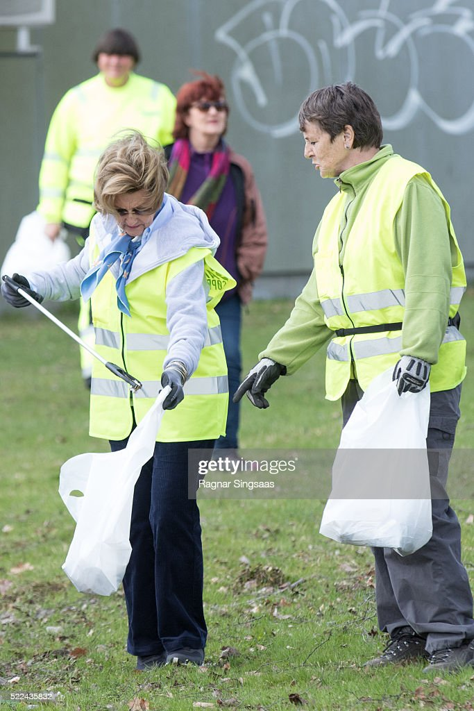 queen-sonja-of-norway-meets-sandefjord-waste-clearing-team-on-april-picture-id522435832