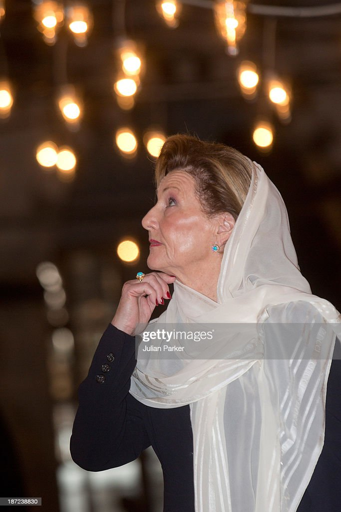 Queen Sonja of Norway visits the Blue Mosque on day three of the royal couple's state visit to Turkey on November 7, 2013 in Istanbul, Turkey.