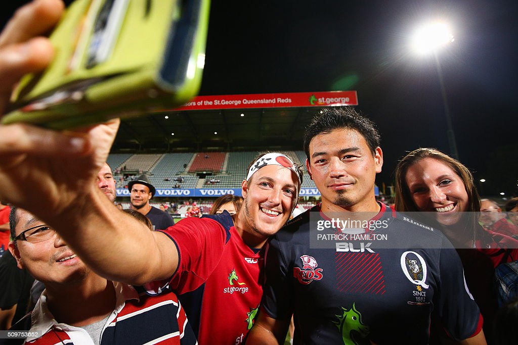 Queensland Reds Japanese import player Ayumu Goromaru (2nd R) poses for photographs with fans following the Super Rugby trial between Queensland Reds and Brumbies at Ballymore, Brisbane on February 12, 2016. The Super Rugby season starts on February 26. AFP PHOTO / PATRICK HAMILTON ---IMAGE RESTRICTED TO EDITORIAL USE - STRICTLY NO COMMERCIAL USE--- / AFP / PATRICK HAMILTON