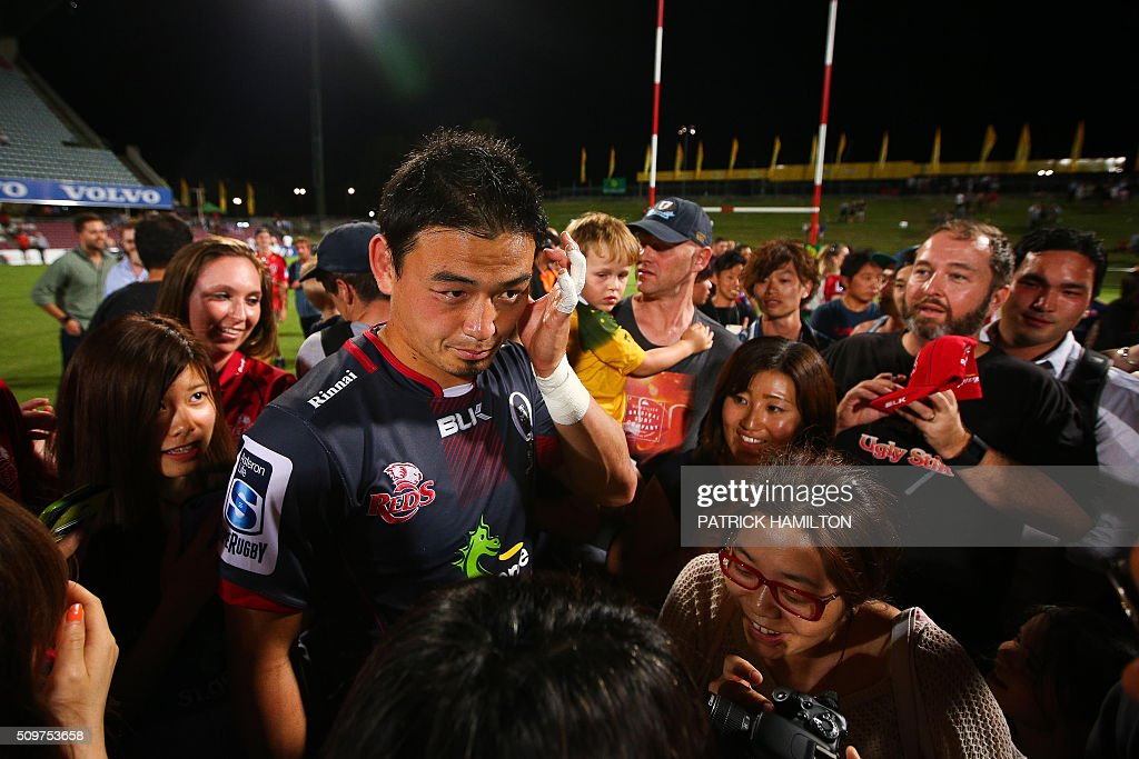 Queensland Reds Japanese import player Ayumu Goromaru poses for photographs with fans following the Super Rugby trial between Queensland Reds and Brumbies at Ballymore, Brisbane on February 12, 2016. The Super Rugby season starts on February 26. AFP PHOTO / PATRICK HAMILTON ---IMAGE RESTRICTED TO EDITORIAL USE - STRICTLY NO COMMERCIAL USE--- / AFP / PATRICK HAMILTON
