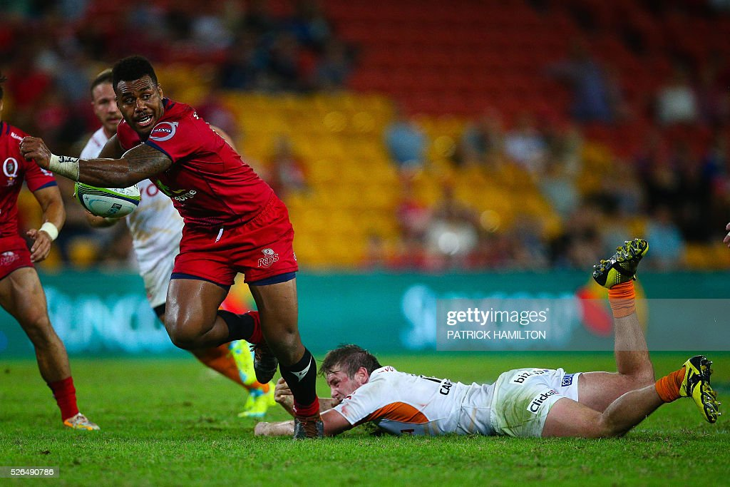 Queensland Reds player Samu Kerevi (L) beats the diving tackle of Toyota Cheetahs Michael van der Spuy (R) during the Super Rugby match between Queensland Reds and Toyota Cheetahs at Suncorp Stadium in Brisbane on April 30, 2016. / AFP / Patrick HAMILTON / --IMAGE
