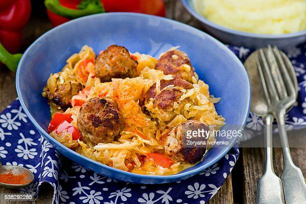 Quenelles with stewed cabbage