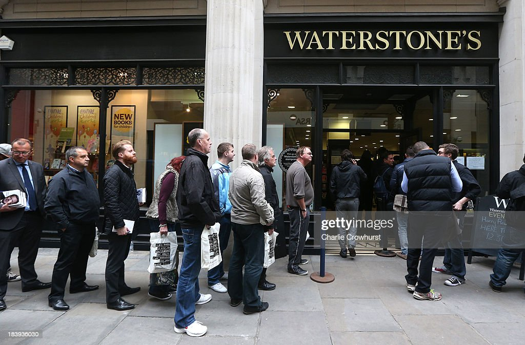 Queues form outside Waterstone's as people wait meet Harry Redknapp during the Harry Redknapp Book Signing at Waterstone's on October 10, 2013 in London, England.