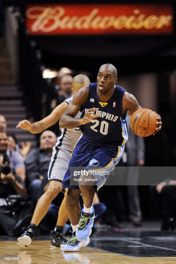 Quincy Pondexter of the Memphis Grizzlies advances the ball against the San Antonio Spurs in Game Two of the Western Conference Finals during the...