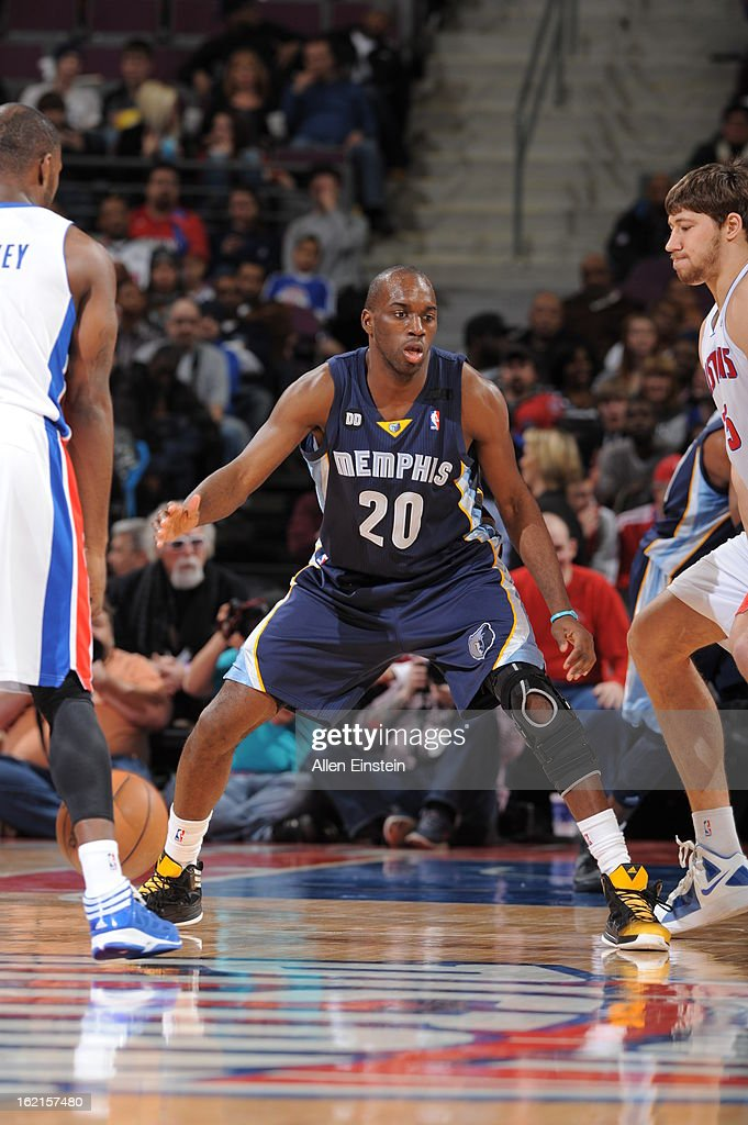 Quincy Pondexter #20 of the Memphis Grizzlies defends against the Detroit Pistons on February 19, 2013 at The Palace of Auburn Hills in Auburn Hills, Michigan.