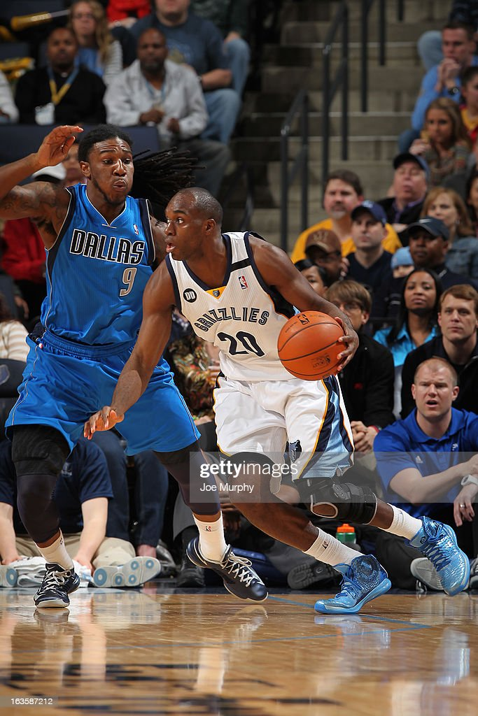 <a gi-track='captionPersonalityLinkClicked' href=/galleries/search?phrase=Quincy+Pondexter&family=editorial&specificpeople=4176540 ng-click='$event.stopPropagation()'>Quincy Pondexter</a> #20 of the Memphis Grizzlies drives against <a gi-track='captionPersonalityLinkClicked' href=/galleries/search?phrase=Jae+Crowder&family=editorial&specificpeople=7357507 ng-click='$event.stopPropagation()'>Jae Crowder</a> #9 of the Dallas Mavericks on February 27, 2013 at FedExForum in Memphis, Tennessee.