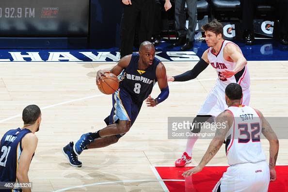 Quincy Pondexter of the Memphis Grizzlies drives against the Atlanta Hawks on January 7 2015 at Philips Arena in Atlanta Georgia NOTE TO USER User...