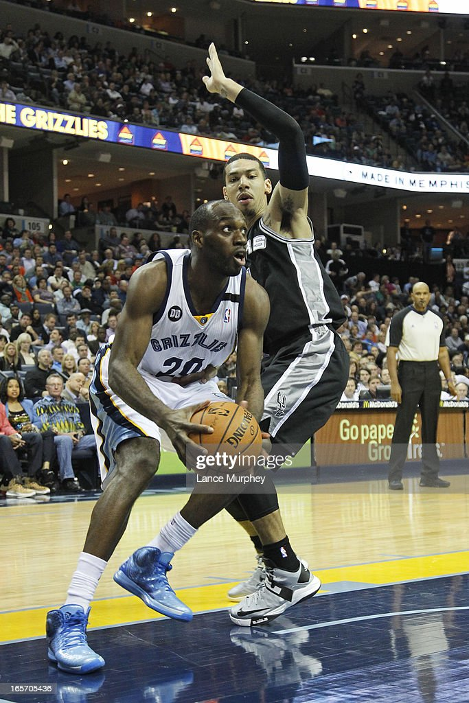 <a gi-track='captionPersonalityLinkClicked' href=/galleries/search?phrase=Quincy+Pondexter&family=editorial&specificpeople=4176540 ng-click='$event.stopPropagation()'>Quincy Pondexter</a> #20 of the Memphis Grizzlies drives to the basket against the San Antonio Spurs on April 1, 2013 at FedExForum in Memphis, Tennessee.