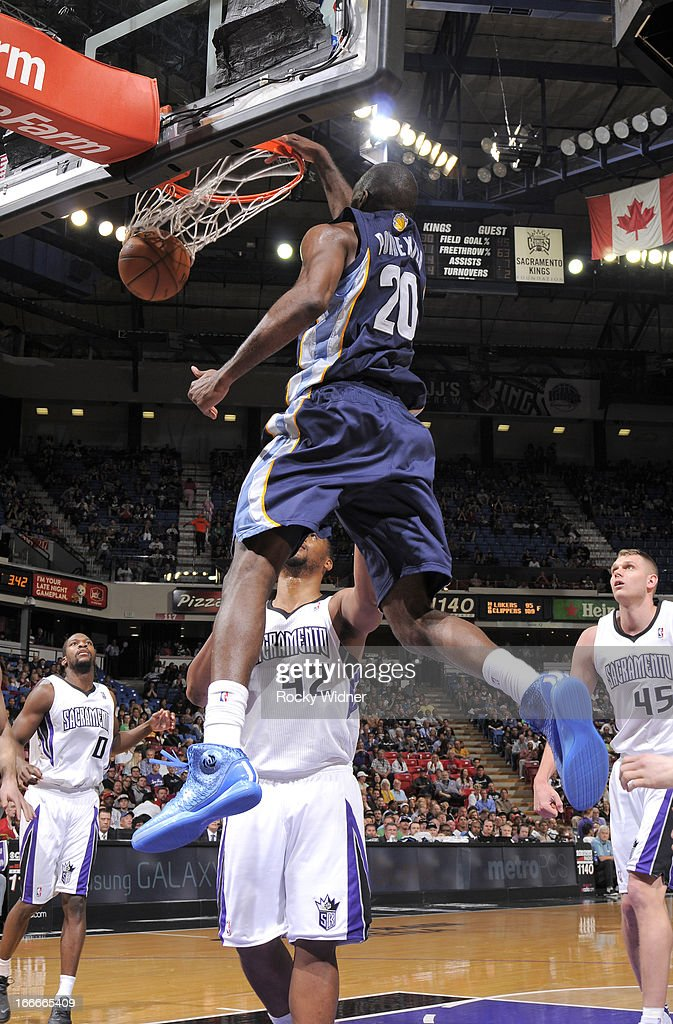 Quincy Pondexter #20 of the Memphis Grizzlies dunks against the Sacramento Kings on April 7, 2013 at Sleep Train Arena in Sacramento, California.