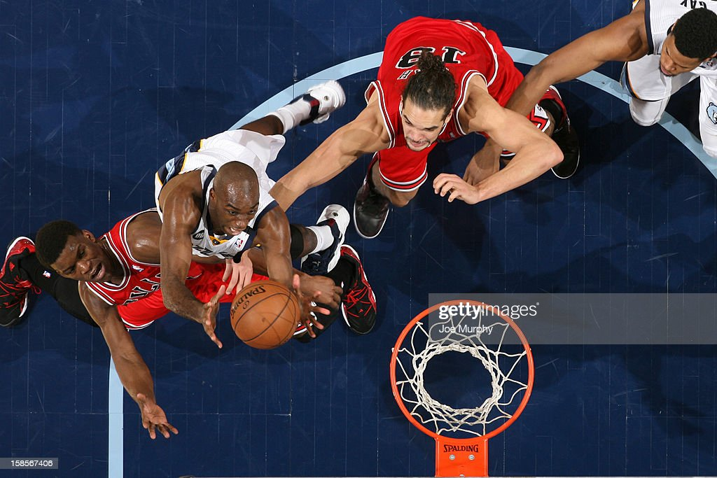 <a gi-track='captionPersonalityLinkClicked' href=/galleries/search?phrase=Quincy+Pondexter&family=editorial&specificpeople=4176540 ng-click='$event.stopPropagation()'>Quincy Pondexter</a> #20 of the Memphis Grizzlies goes up for a rebound against <a gi-track='captionPersonalityLinkClicked' href=/galleries/search?phrase=Joakim+Noah&family=editorial&specificpeople=699038 ng-click='$event.stopPropagation()'>Joakim Noah</a> #13 of the Chicago Bulls on December 17, 2012 at FedExForum in Memphis, Tennessee.