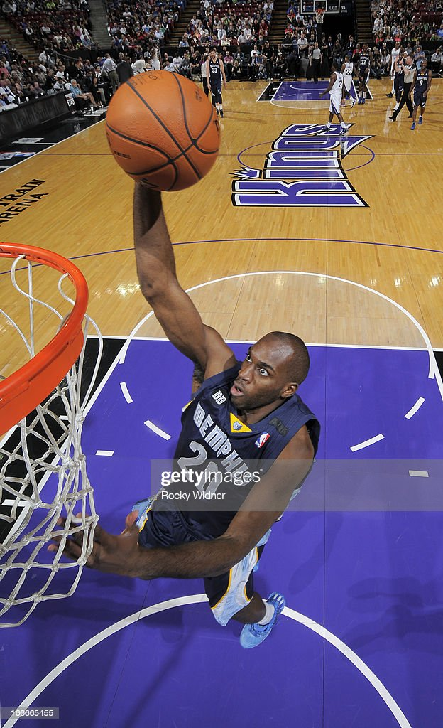 Quincy Pondexter #20 of the Memphis Grizzlies goes up for the dunk against the Sacramento Kings on April 7, 2013 at Sleep Train Arena in Sacramento, California.