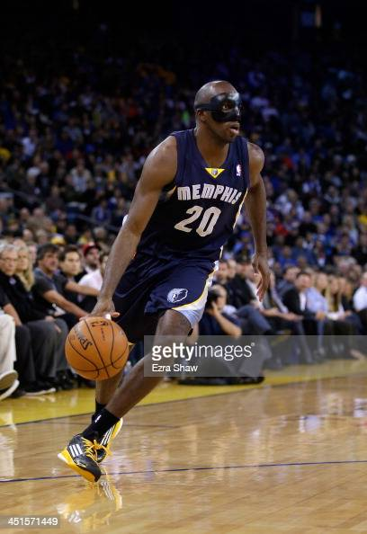 Quincy Pondexter of the Memphis Grizzlies in action against the Golden State Warriors at ORACLE Arena on November 20 2013 in Oakland California NOTE...