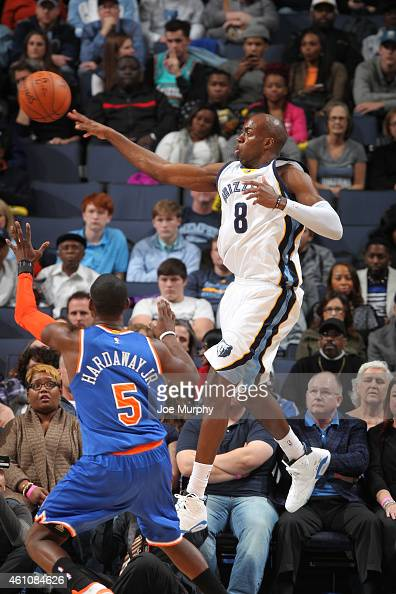 Quincy Pondexter of the Memphis Grizzlies makes a pass against the New York Knicks on January 5 2015 at the FedExForum in Memphis Tennessee NOTE TO...