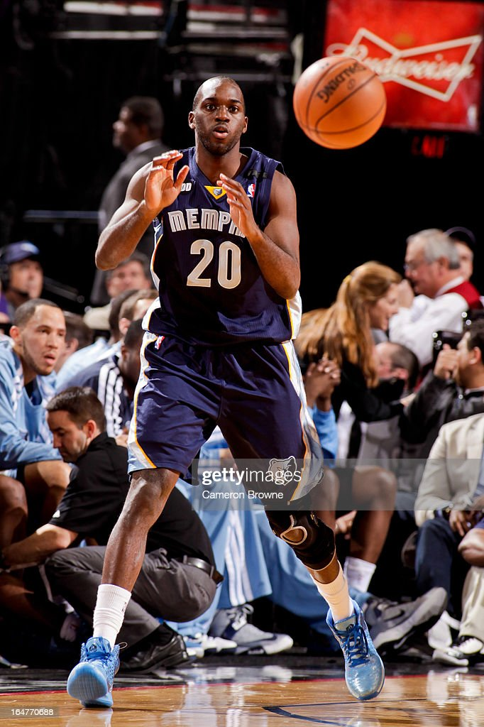 <a gi-track='captionPersonalityLinkClicked' href=/galleries/search?phrase=Quincy+Pondexter&family=editorial&specificpeople=4176540 ng-click='$event.stopPropagation()'>Quincy Pondexter</a> #20 of the Memphis Grizzlies receives a pass against the Portland Trail Blazers on March 12, 2013 at the Rose Garden Arena in Portland, Oregon.