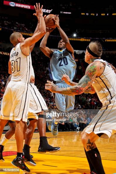 Quincy Pondexter of the Memphis Grizzlies shoots in the lane against Shane Battier of the Miami Heat on March 1 2013 at American Airlines Arena in...