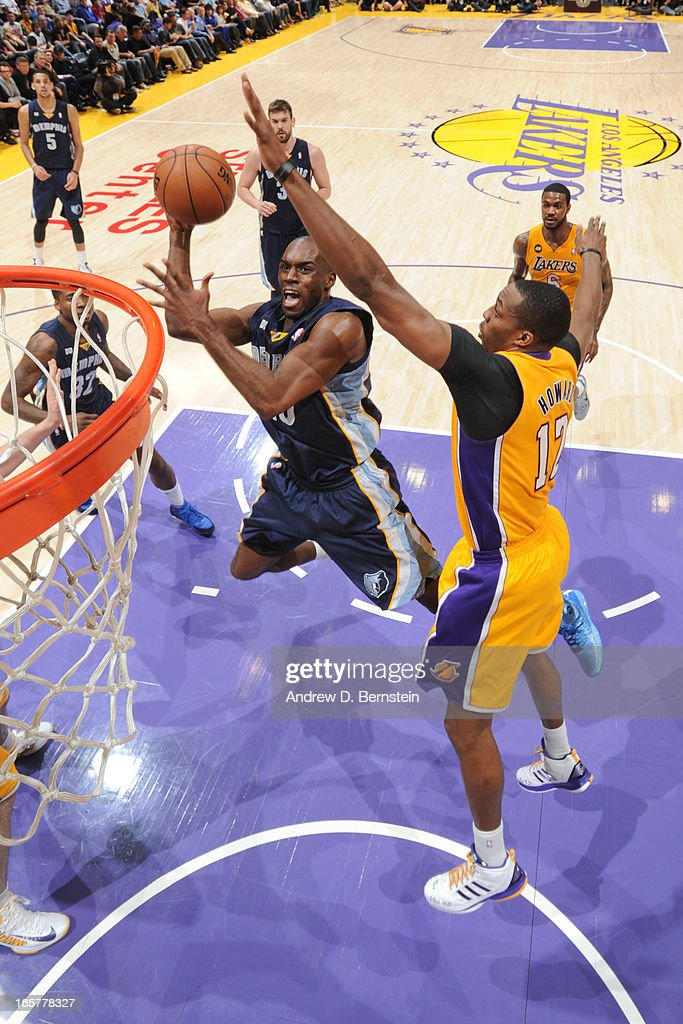 Quincy Pondexter #20 of the Memphis Grizzlies shoots in the lane against Dwight Howard #12 of the Los Angeles Lakers at Staples Center on April 5, 2013 in Los Angeles, California.